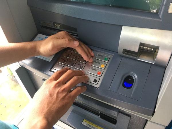 Bảo mật thông tin khi đổi mã pin và mật khẩu thẻ tại ATM