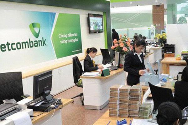 Vietcombank với lãi suất là 7.7%/ năm