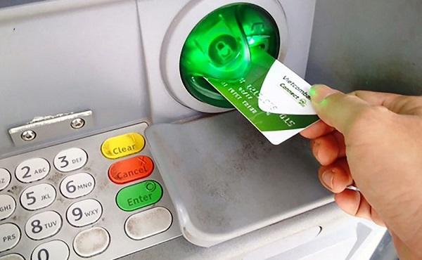 Thẻ ATM Vietcombank Connect24 rút được tối đa 20.000.000 đồng trên một ngày